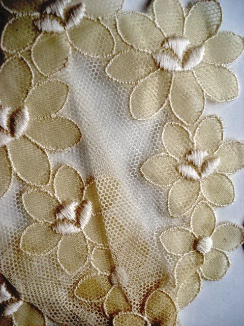 VINTAGE NET LACE FLORAL JABOT COLLAR or TRIM