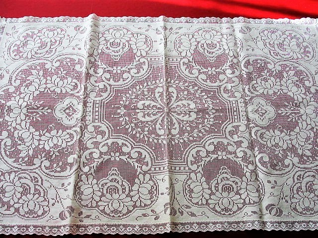 1930s Beautiful Vintage Lace Runner Or Dresser Scarf Ivory Roses Pattern Highly Decorative Home Chic Cottage Boudoir Decor And