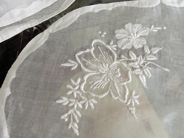 VINTAGE MADEIRA ORGANDY LINEN OVAL PLACEMATS SET LOVELY WHITWORK EMBROIDERY WORK