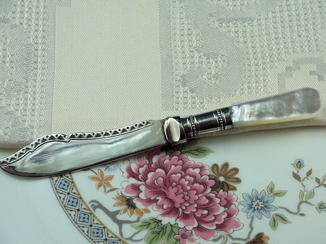 ANTIQUE LUSTROUS MOTHER of PEARL SMALL SILVER KNIFE