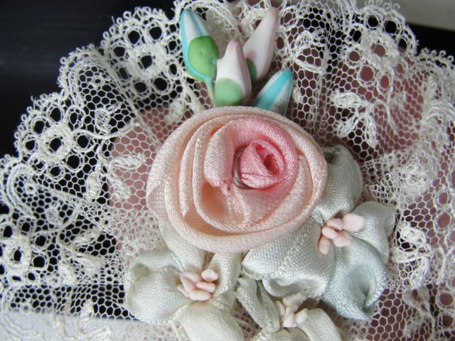 Lovely Antique French Ribbonwork Pink Rose Ribbon Flowers Rosettes Bud Flowers Lace Edged 20s Flapper Gatsby Perfect For Bridal Weddings