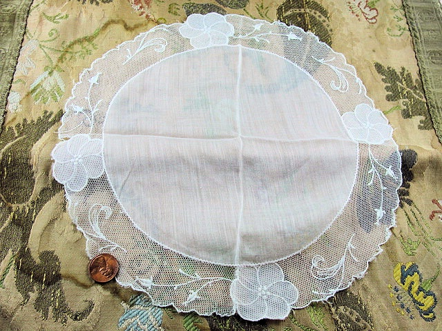 Beautiful Vintage ROUND Circular Lace Hankie BRIDAL WEDDING Handkerchief Special Hanky