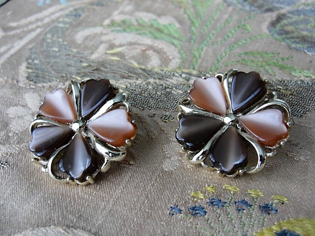 Vintage THERMOSET Earrings Two Tone CORO Signed Flower Petal Design Clip On Earrings Clip Ons Clips Collectible Vintage Jewelry
