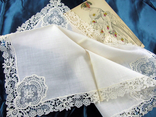 Beautiful antique Lace Hankie BRIDAL WEDDING HANDKERCHIEF Special Hanky Fancy Lace Inserts