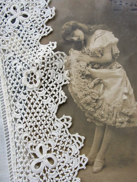 Antique Intricate Irish Crochet Lace Trim Delicate Tiny Pattern Edwardian Flapper Era Downton Abbey Gatsby Vintage Clothing