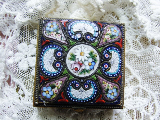 FANTASTIC Antique Micromosaic Small Hinged Lidded Box Incredible Workmanship Highly Decorative Small Box