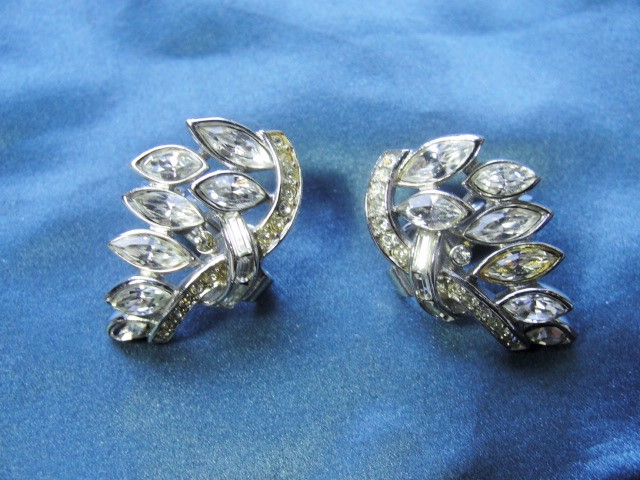 STUNNING Vintage 50s Trifari Alfred Philippe Diamante Pave and Navettes Leaves Clip On Earrings Glamorous