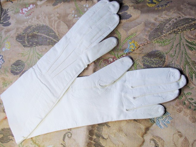 Antique Luxurious French White Kid Leather GLOVES New Old Stock Made in France Perfect For Wedding Bridal Bride Evening Party White Gloves