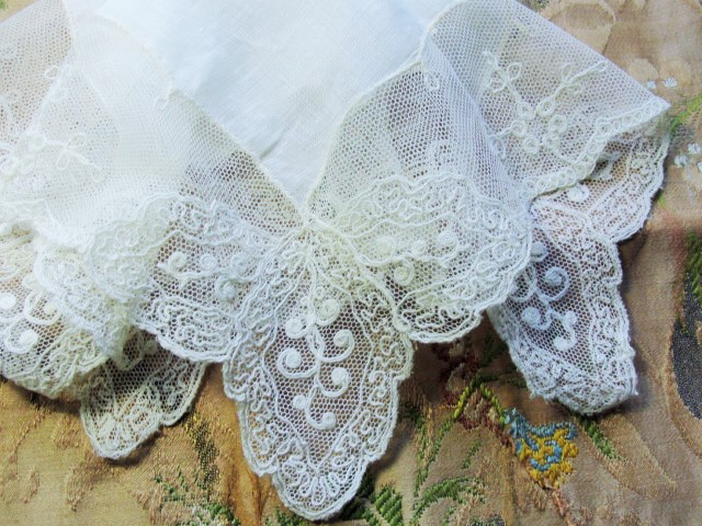 BEAUTIFUL Antique Lace Hankie BRIDAL WEDDING HANDKERCHIEF Special Hanky BreathTaking Wide Intricate Tambour Lace Edge
