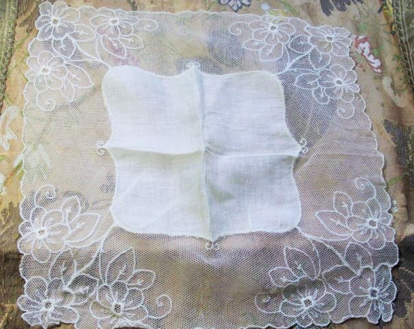 Lovely Vintage Lace Hankie BRIDAL WEDDING HANDKERCHIEF Special Hanky Breath Taking Wide Floral Tambour Lace Edge