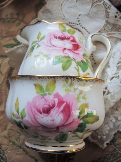 BEAUTIFUL Lush Pink Roses AMERICAN BEAUTY Royal Albert English Bone China Cream Jug Creamer and Open Sugar Bowl Romantic Cottage Brocante Decor Tea Table, Bridal Showers,Weddings
