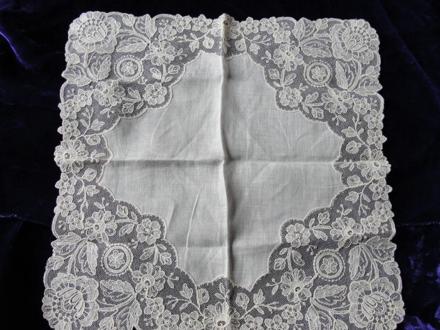 Beautiful Antique Lace Hankie BRIDAL WEDDING HANDKERCHIEF Hanky Fancy Wide Lace Perfect Bride to Be Present