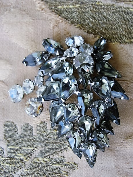 Vintage 50s BEAUTIFUL Navette Rhinestone LARGE Spray Brooch Sparkling Greys Whites Vintage Costume Jewelry