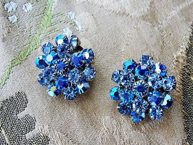 GLITTERING Vintage 50s Round Clip On Earrings BLUE Aurora Borealis Rhinestones Gorgeous Timeless Design Quality Vintage Costume Jewelry