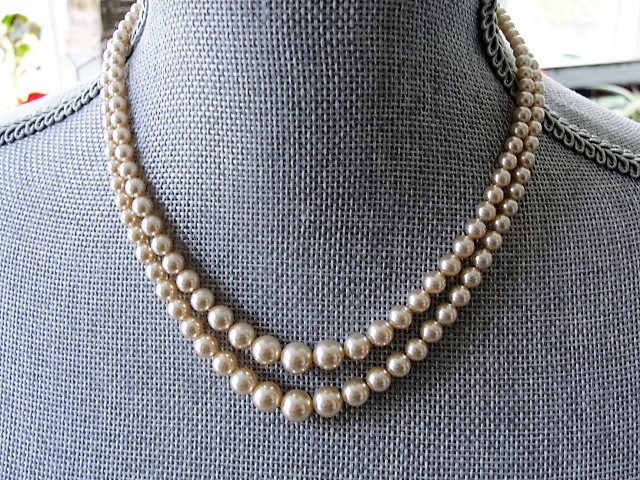 LUXURIOUS Lustrous Pearl Bead Necklace Elegant Double Strand Beads Day ,Evening Wedding Bridal Just Gorgeous Fine Old Costume Jewelry