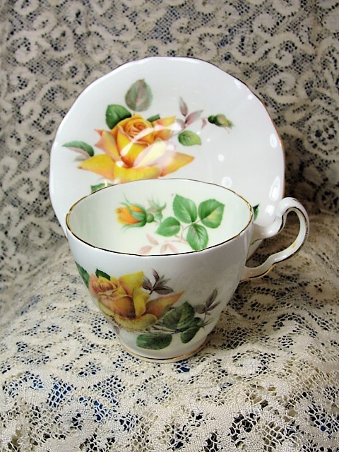 PRETTY Vintage Teacup and Saucer Adderley English Bone China Lush Yellow Roses MINERVE Vintage Cup and Saucer Tea Time Cups and Saucers Bridal Gifts House Warming Gift