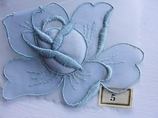 BEAUTIFUL VINTAGE EMBROIDERED ROSE TRIM APPLIQUE BLUE COLOR