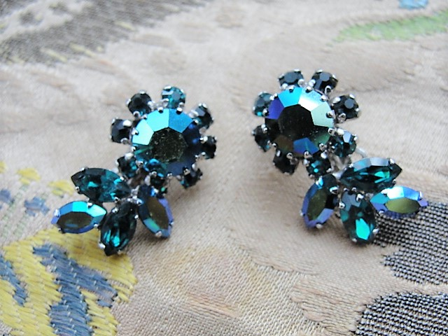 BEAUTIFUL Signed SHERMAN Clip On Earrings Brilliant Peacock Blue Aurora Borealis Vintage 50s 60s Rhinestone Costume Jewelry