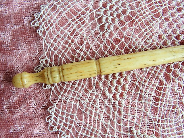 LOVELY Antique Elegant Carved Bone Crochet Hook Tool For Crocheted Lace Antique Needle Work Tool Collectible Crochet Tool