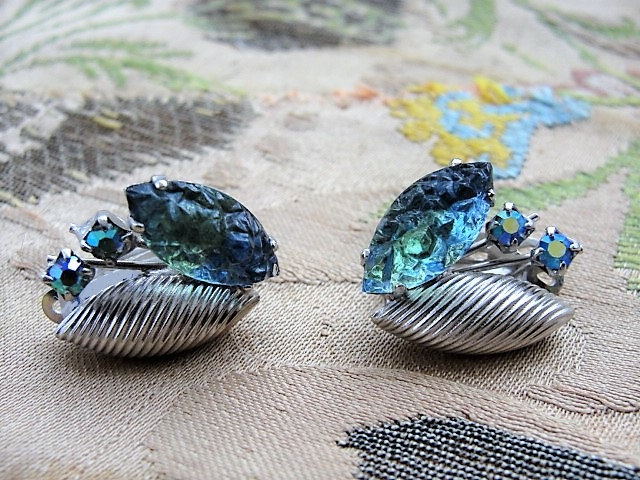 DAZZLING Signed Continental Blue Green Aurora Borealis Rhinestone Sivertone Clip On Earrings Vintage Costume Jewelry
