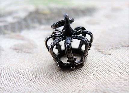 ANTIQUE Queens Crown Silver Charm Beautiful Detail English Victorian Royalty Collectible