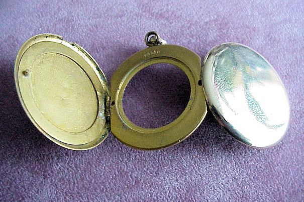 VICTORIAN LOCKET LARGE 3 FOLD UNIQUE STYLE