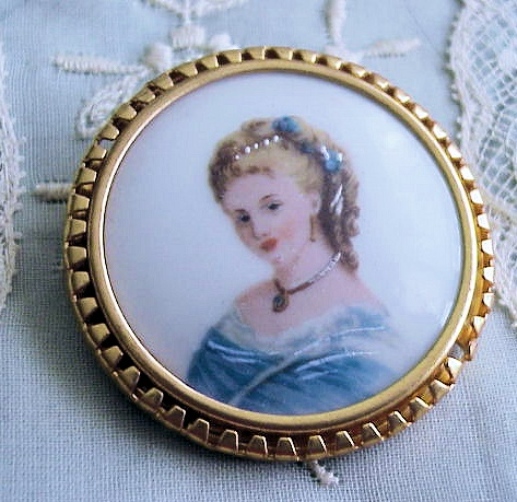 VINTAGE LIMOGES  PORCELAIN LADY BROOCH BEAUTIFUL