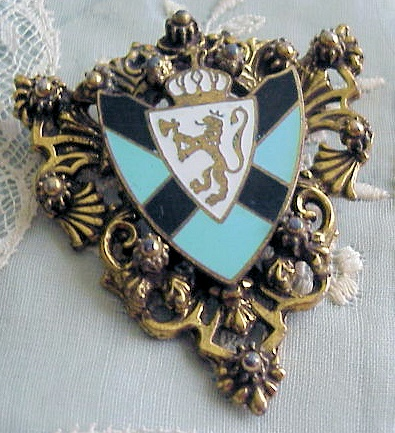 VINTAGE LARGE COSTUME BROOCH ENAMEL SHIELD,LION, CORONET CROWN