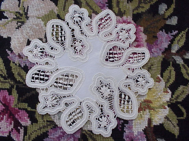 GORGEOUS  ANTIQUE LACE and LINEN DOILY TO FRAME
