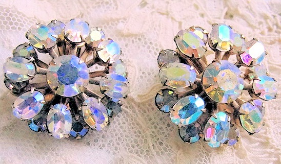 VINTAGE  1950s JULIANA STYLE BRILLIANT AURORA BOREALIS RHINESTONE EARRINGS