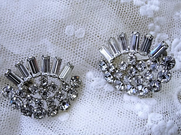 DAZZLING 1950s White Rhinestone Earrings Unique Design Large Screw Back Earrings Collectible Vintage Costume Jewelry