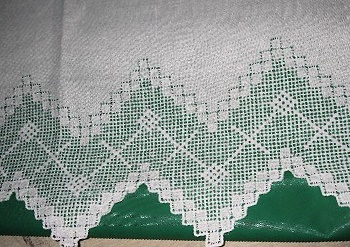 LOVELY ANTIQUE FILET LACE FANCY   PILLOWCASES