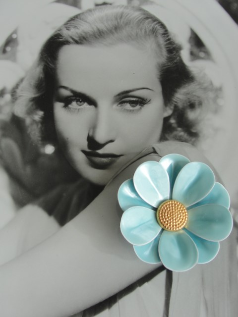 VINTAGE 1960s Enamel Metal Figural Large Flower Floral Brooch Pin Pretty Blue and Gold Collectible Costume Jewelry