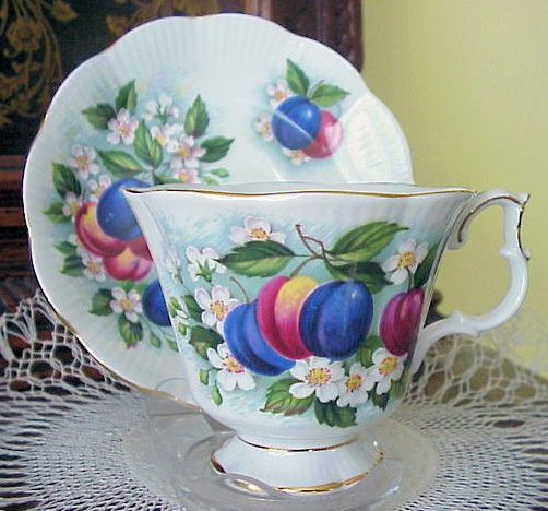 LUSH TEACUP & SAUCER ROYAL ALBERT