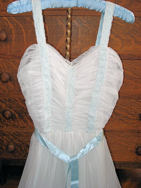 DREAMY VINTAGE 1950s NIGHTGOWN SWEETHEART NECKLINE, DRAPED BODICE LOVELY!