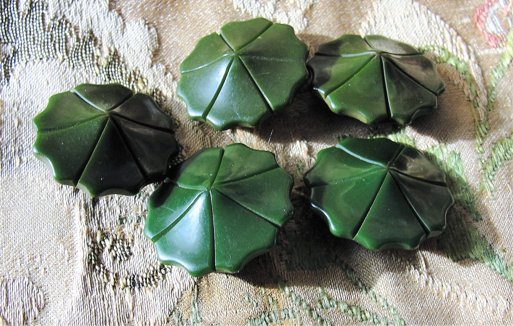 1930s 40s BEAUTIFULLY Carved Petal Shape Set of Bakelite BUTTONS Deep Green 1 Inch Buttons