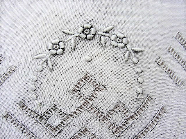 Lovely Vintage WEDDING HANDKERCHIEF Art Deco Drawn Thread Gorgeous Bridal Hankie Stunning Raised Embroidery Work Finest Linen Hanky
