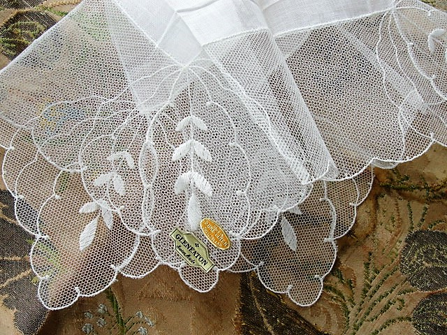 BEAUTIFUL Vintage Lace Hankie BRIDAL WEDDING Handkerchief Breathtaking Bridal Hanky Fancy Wide Tambour Lace, Bride Keepsake, Collectible Hankies