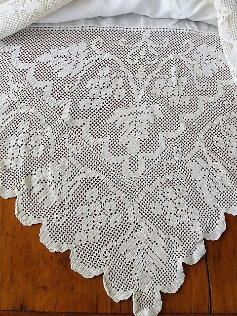 EXQUISITE Victorian Lace n Linen Tablecloth Table Topper Tea Time Tablecloth Wide Lace Edge Cottage Romantic Home Decor Vintage Linens