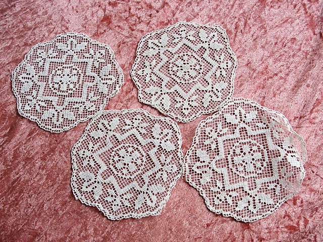 LOVELY Vintage 1930s Fine Filet Lace Doilies Doily Set Cottage Romantic Home Decor Collectible Vintage Lace