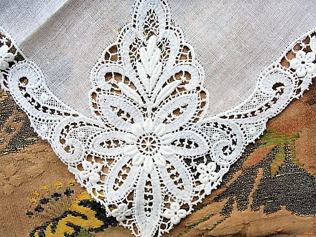 Beautiful Antique Lace Hankie BRIDAL WEDDING HANDKERCHIEF Hanky Fancy Wide Lace Perfect Bride to Be Bridal Wedding Something Old Present