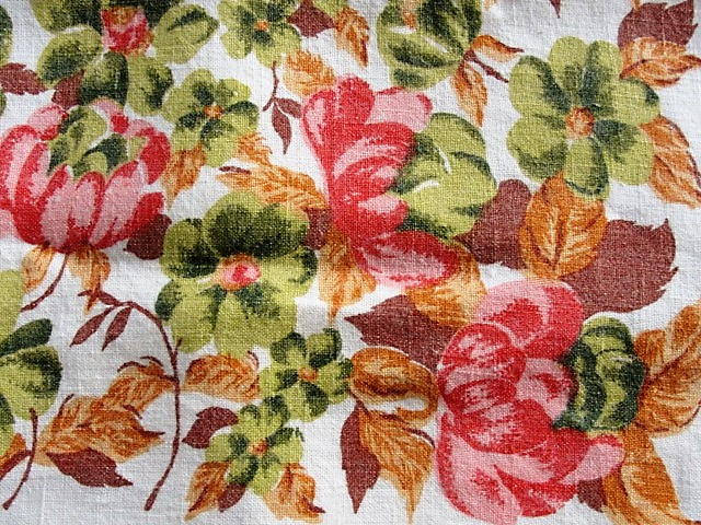 BEAUTIFUL Vintage Printed Tablecloth Late Summer Fall Autumn Colors Roses Foliage  Heavy Linen Cloth Collectible Printed Tablecloths