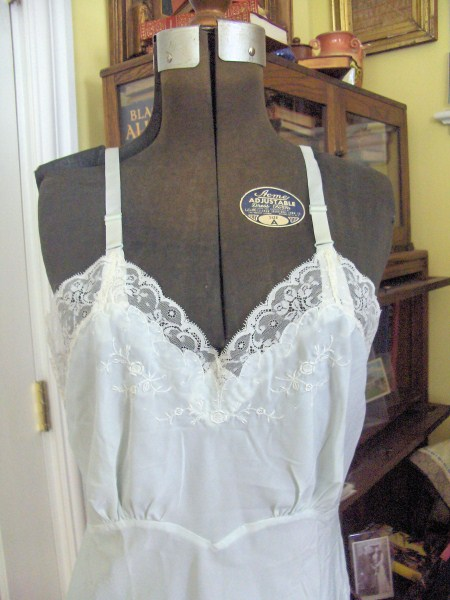 VINTAGE BABY BLUE LORD and TAYLOR  FULL SLIP VERY PRETTY