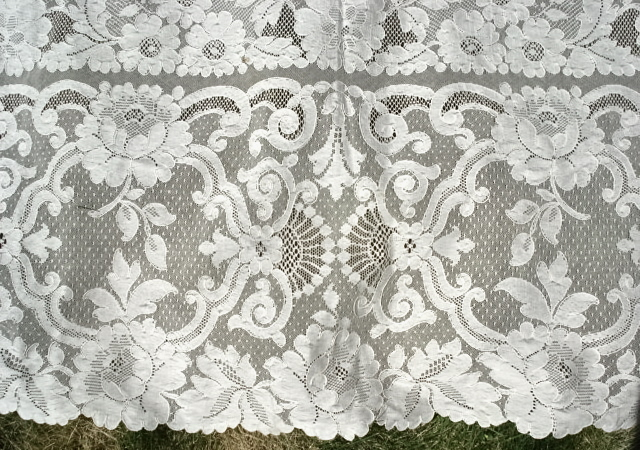 BEAUTIFUL Vintage French ALENCON LACE Oversized Tablecloth Fine Dining Perfect Banquet Cloth Wedding Bridal Shower Decor Fine Vintage Linens