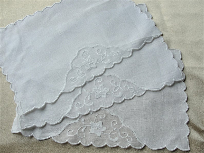BEAUTIFUL Vintage Madeira Cocktail Napkins,Barware Napkins,Fine Linen Organdy Applique Work,Made in Madeira Linens,Party Napkins,Collectible Linens