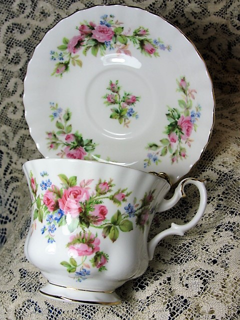 LOVELY Vintage Teacup and Saucer Royal Albert English Bone China Lush PINK Roses MOSS ROSE Vintage Cup and Saucer Tea Time Cups and Saucers Bridal Gifts House Warming Gift
