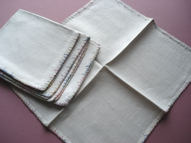 VINTAGE SET OF LINEN NAPKINS PERFECT FOR TEA TIME!