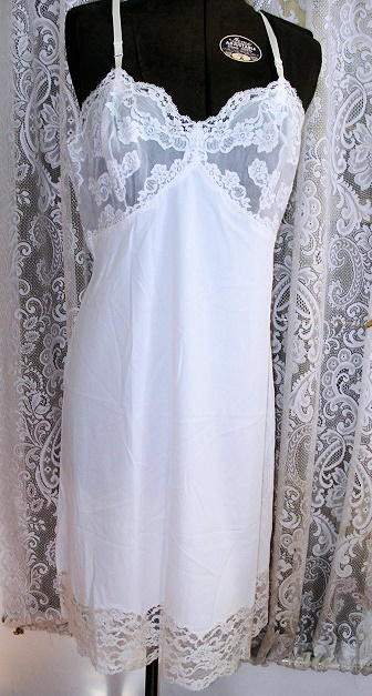 VINTAGE SLIP DOUBLE NYLON LOTS OF LACE! BUST 36