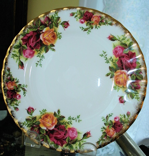 VINTAGE OLD COUNTRY ROSES  ENGLISH LUSH ROSES TEA PLATE