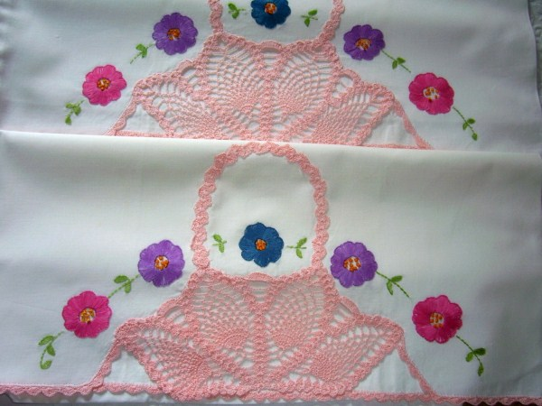 VINTAGE PAIR of PILLOWCASES COTTAGE ROMANTIC CHARM PINK CROCHET BASKETS, EMBROIDERED FLOWERS